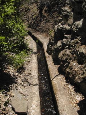Kanal im unteren Teil des Barranco de los Cernicalos