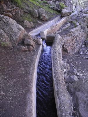 Bild von den Wasserkanälen im Barranco Cernicalos