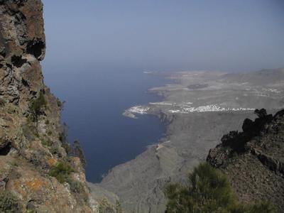 Foto vom Hafen von Agaete mit Nordwestküste