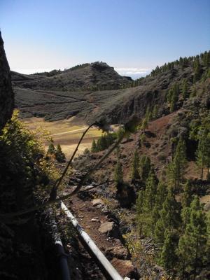 Bild des Pfades oberhalb der Caldera