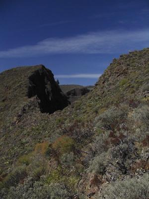 Sattel des Abstiegs beim Wandern durch den Barranco de Guayadeque