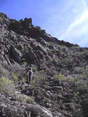 Schwieriger Abstieg bei der Wanderung