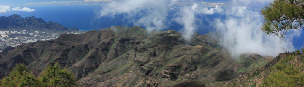 Blick vom Altavista nach Südwesten nach Aldea de San Nicolas und die Berge von Tirma