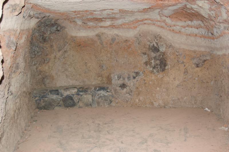 Höhle im Banamakrater