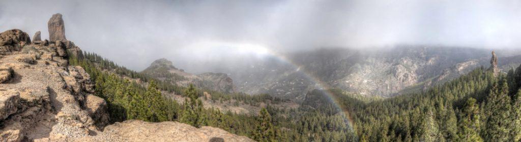 Roque Nublo mit Regenbogen