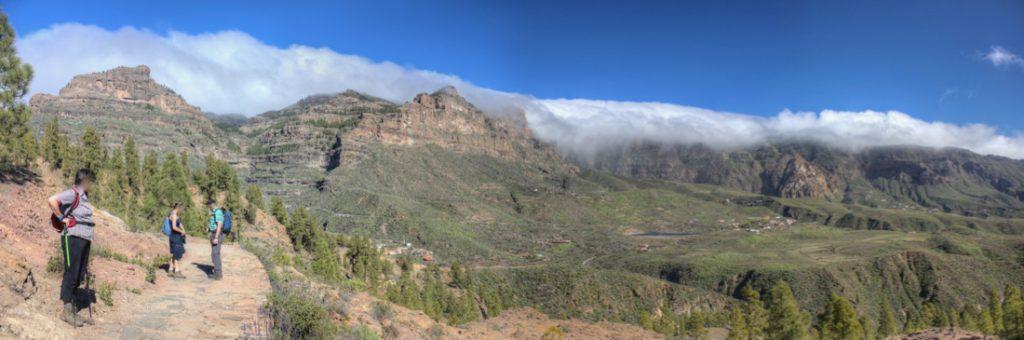 Wanderweg Cruz Grande nach San Bartolome, im Hintergrund die höchsten Berge von Gran Canaria in Wolken